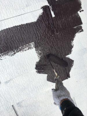 幸手市屋根塗装 中塗り