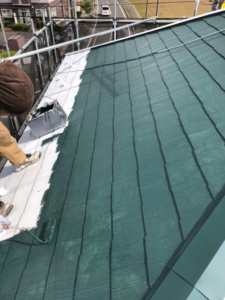 上尾市屋根塗装 中塗り