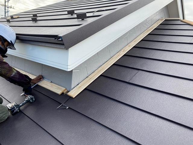 上尾市 屋根カバー工事 貫板設置