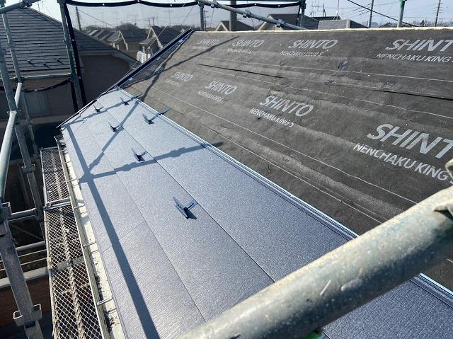 幸手市 屋根カバー工法 ガルテクト設置2