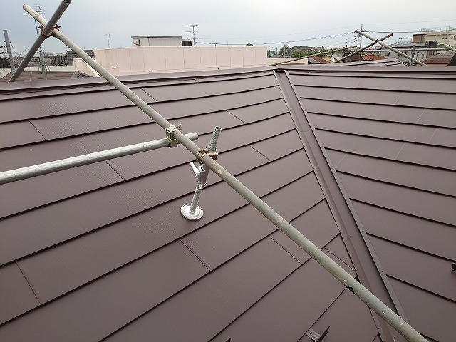 さいたま市桜区 屋根カバー工事 棟部材設置
